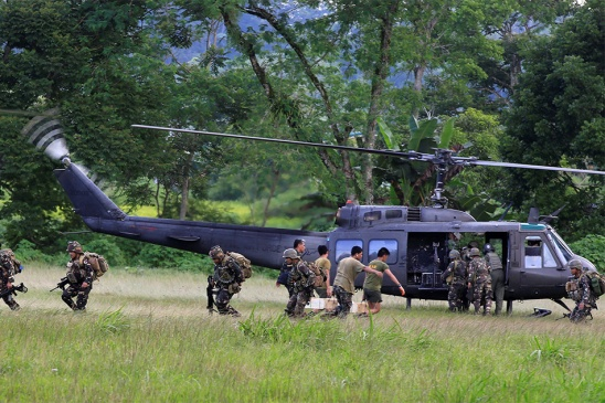 soldiers-board-copter.jpg